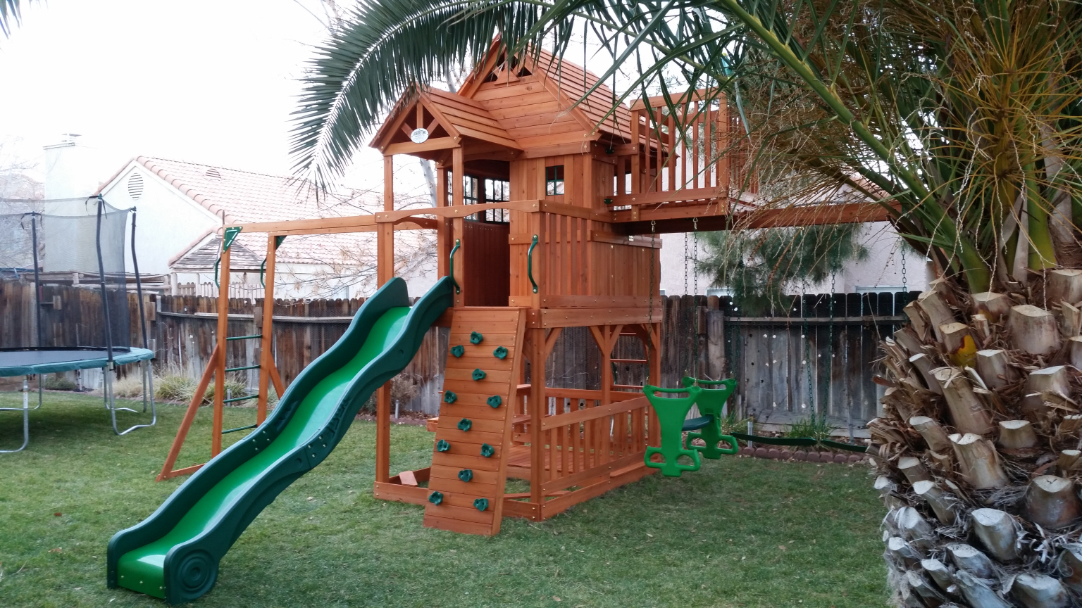 8 Backyard Discovery Skyfort II Swing Set